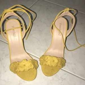 Mustard yellow shoe dazzle heels